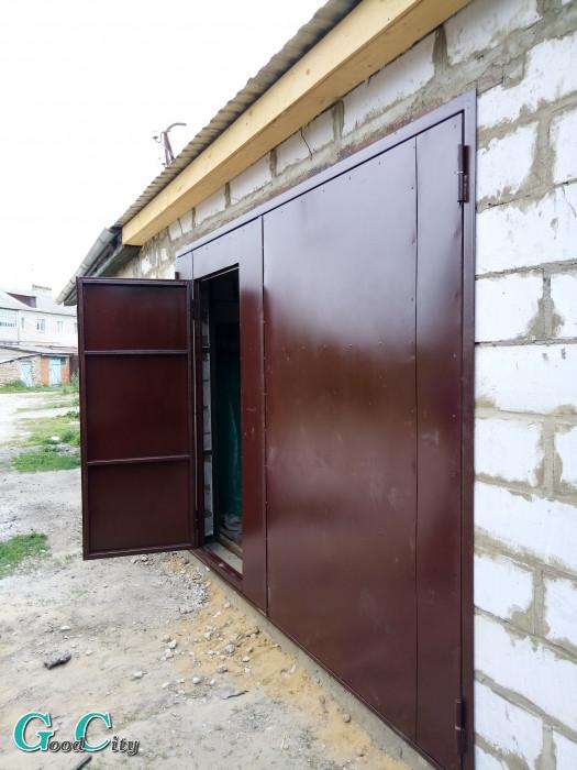 ворота гаражные с дверью